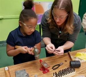 Teacher teaching Student to build an object